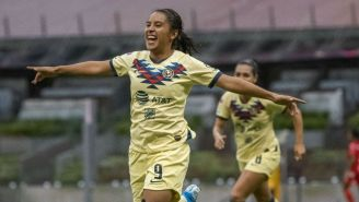 Lucero Cuevas celebra gol con América