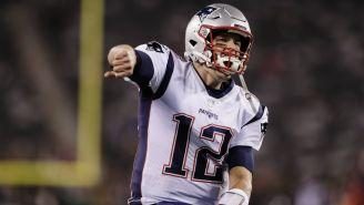 Tom Brady festeja una anotación en el partido