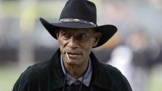 Willie Brown, durante un evento de los Raiders