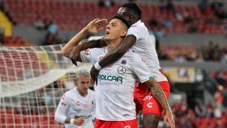 Mauro Quiroga festeja uno de sus goles