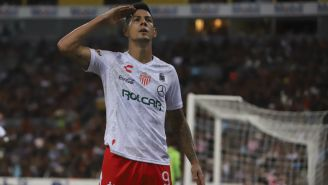 Mauro Quiroga festejando gol