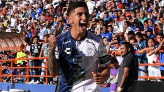 Víctor Guzmán festeja un gol con el Pachuca