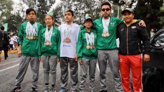 Los participantes de la carrera 'Ponte Pila'