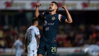 Henry Martín festeja uno de sus goles contra Veracruz