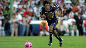 Efraín Júarez durante un juego de Pumas