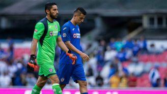 Jesús Corona y Roberto Alvarado al final del encuentro