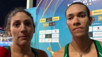 Martha Revuelta y Zaira Orellana tras el partido