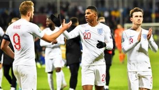 Inglaterra celebrando su anotación