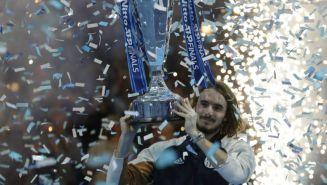 Tsitsipas coronandose en la Copa Masters