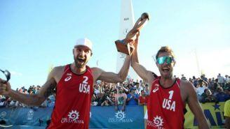 La dupla de Estados Unidos celebra la victoria