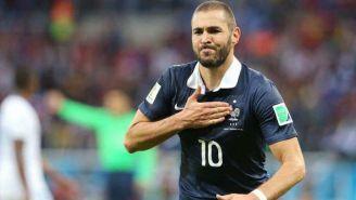 Benzema festeja una anotación con Francia