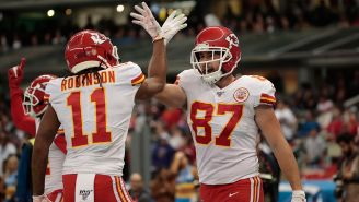 Travis Kelce celebra touchdown de los Chiefs en el Azteca