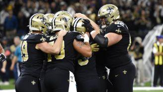 Jugadores de New Orleans festejan el triunfo sobre Panthers