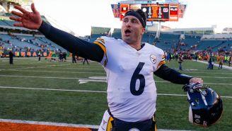 Devlin 'Duck' Hodges celebra la victoria de Steelers