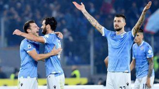 Jugadores de Lazio celebran triunfo sobre Juventus