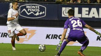 Javier Hernández en el partido entre Osasuna y Sevilla