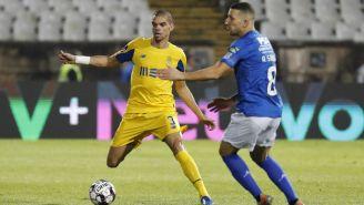 Pepe disputa el balón con André Sousa