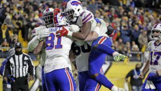 Jugadores de Bills festejan anotación
