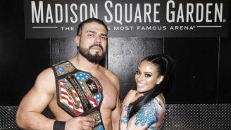 Andrade y Zelina Vega posan con el título