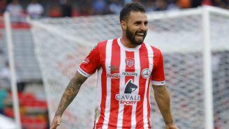 Felipe Gallegos celebrando un gol con Necaxa