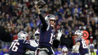 Tom Brady lanzando un pase