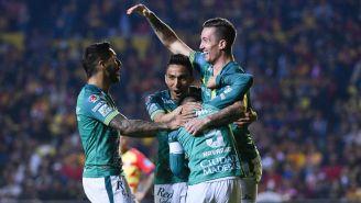 Jugadores de León en celebración de gol