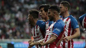Chivas: jugadores rojiblancos festejan un gol