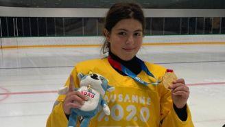 Laura Wilson posa con su medalla de Oro de los JO de la Juventud