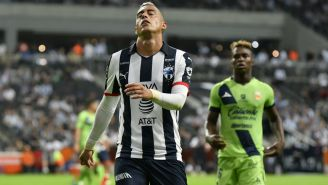 Funes Mori se lamenta tras fallar una jugada clara de gol