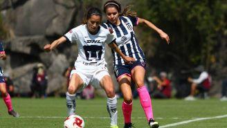 Diana Gomez y Daniela Solis, durante el partido