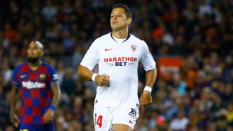 Chicharito durante un juego con Sevilla