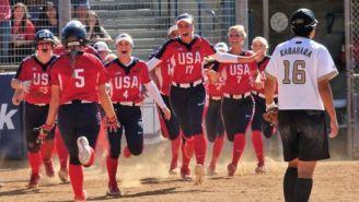 Jugadoras de Estados Unidos festejan un triunfo