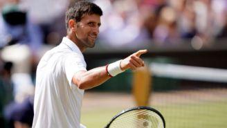 Novak Djokovic fue captado jugando tenis en las calles de Belgrado