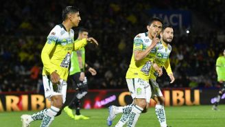 Ángel Mena celebrando un gol ante Juárez