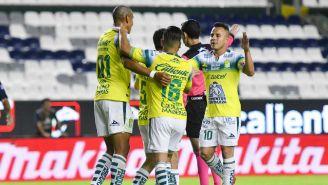 Jugadores de León celebrando un gol ante Pumas