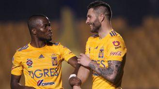 Enner Valencia y Gignac en festejo de gol