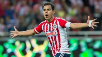 Omar Bravo celebra anotación con Chivas