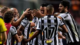 Jugadores de Atlético Mineiro en celebración de gol