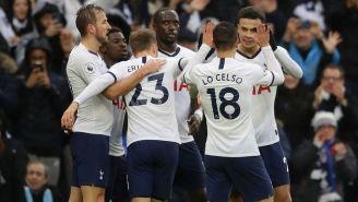 Jugadores del Tottenham celebran una anotación