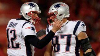 Brady felicita a Gronk tras concretar una jugada