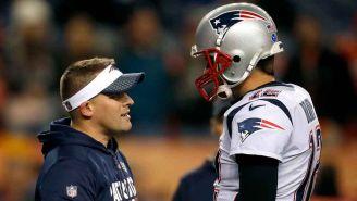 Josh McDaniels y Tom Brady, durante un juego de New England
