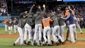 Jugadores de los Astros festejan el título de 2017