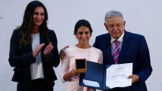 Ana Guevara junto a Paola Espinosa y López Obrador