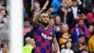 Vidal jugando con el Barcelona
