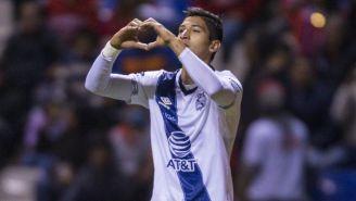 Ángel Zaldívar celebra un gol con Puebla