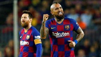 Arturo Vidal durante un duelo con el Barcelona