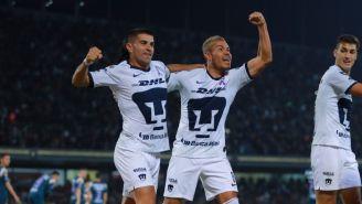 Barrera y Malcorra celebran un gol durante un partido con Pumas