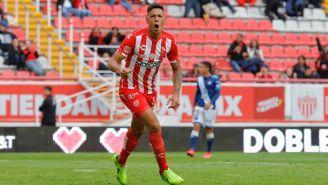 Mauro Quiroga celebrando un gol con Necaxa