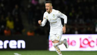 Lozano en festejo de gol