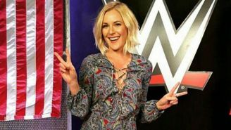 Renee Young previo a un evento de la WWE